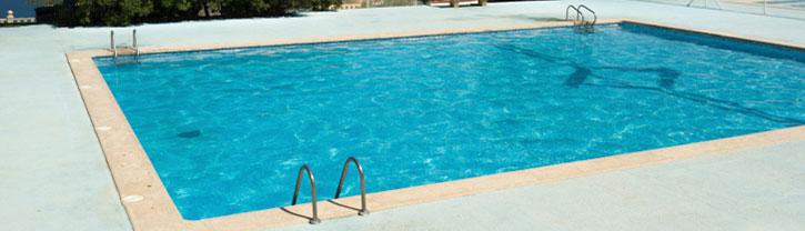 Construction de piscine roquefort les pins piscine for Construction piscine 79